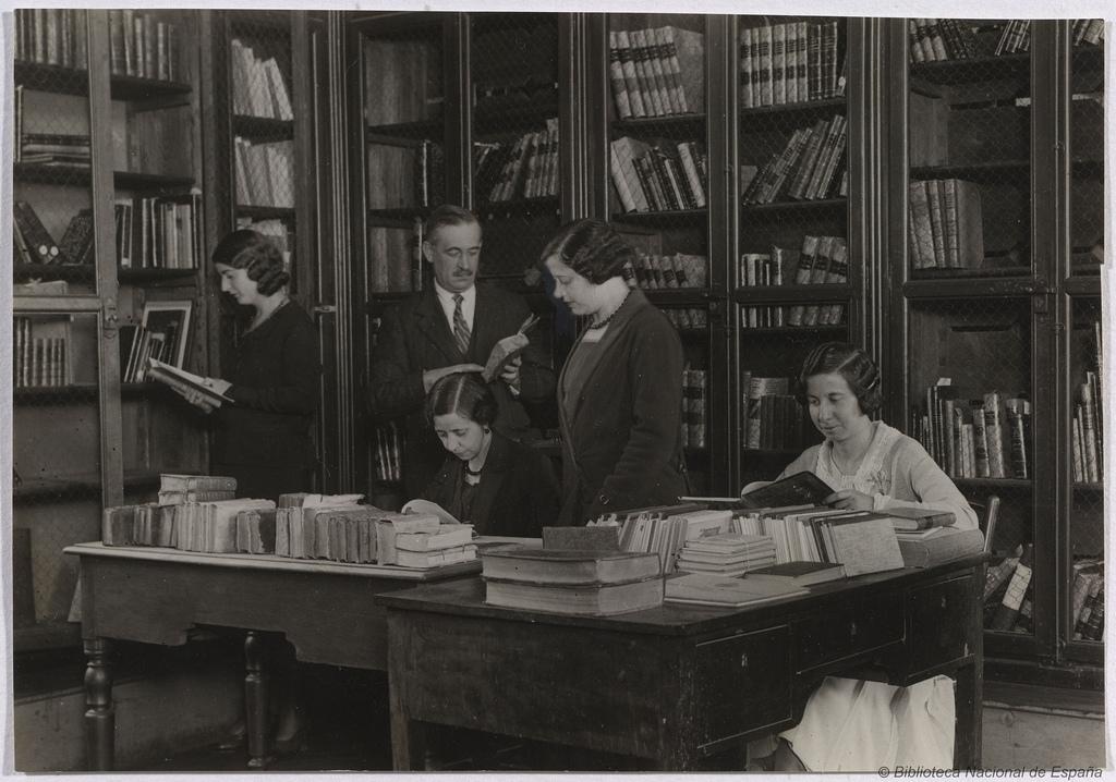 Las mujeres tuvieron prohibido la entrada en la Biblioteca Nacional de España hasta 1837, hoy son más lectoras que los hombres