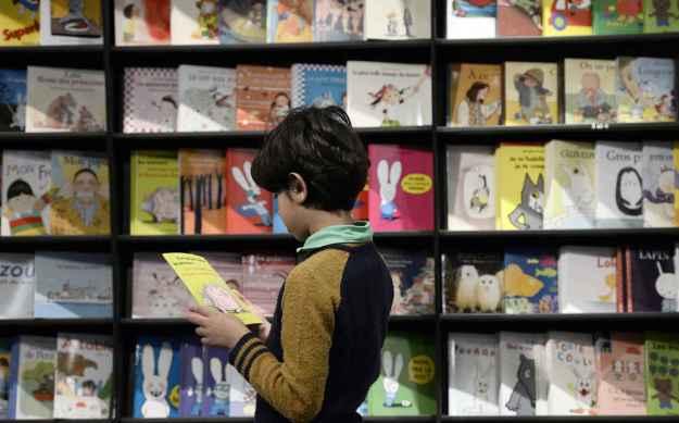2048x1536-fit_enfant-lit-livre-salon-litterature-jeunesse-montreuil-2014