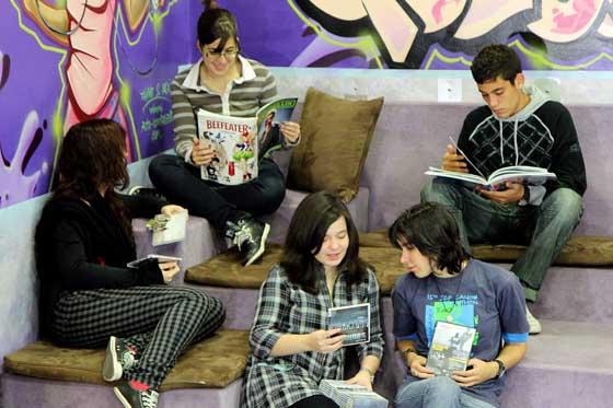 ht_adolescente_disfrutar_lectura