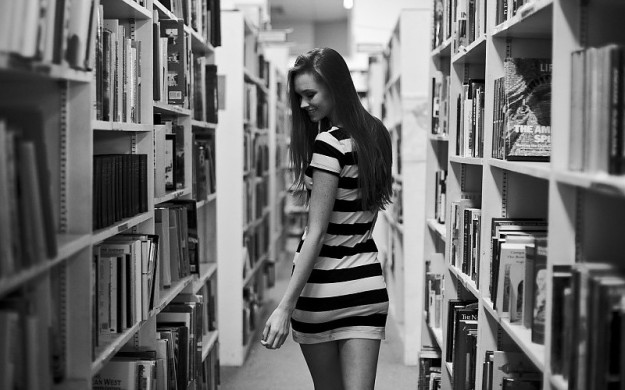 black-and-white-photo-of-the-girl-in-a-library-images-675339