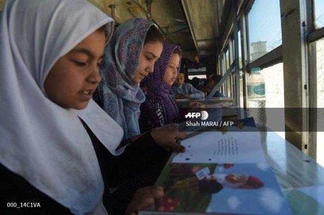 La primera biblioteca móvil de Kabul / Afganistán Detooufx0ai963n
