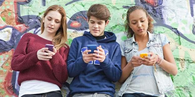 adolescentes-phubbing-tecnologia-aislamiento