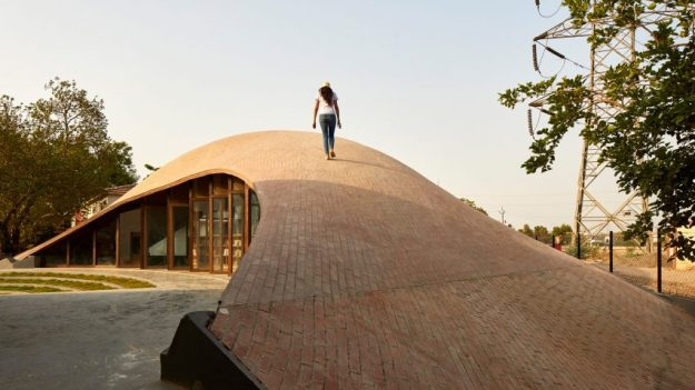 sameep-padora-associates-maya-somaiya-library-india-architecture_dezeen_2364_hero2-852x479