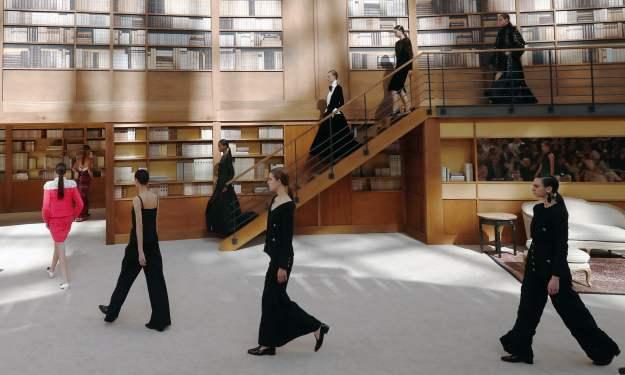 Las bibliotecas se unen a la moda en un desfile de alta