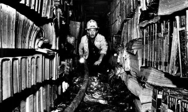 imagen-archivo-incendio-biblioteca-angeles_ediima20190327_0956_20