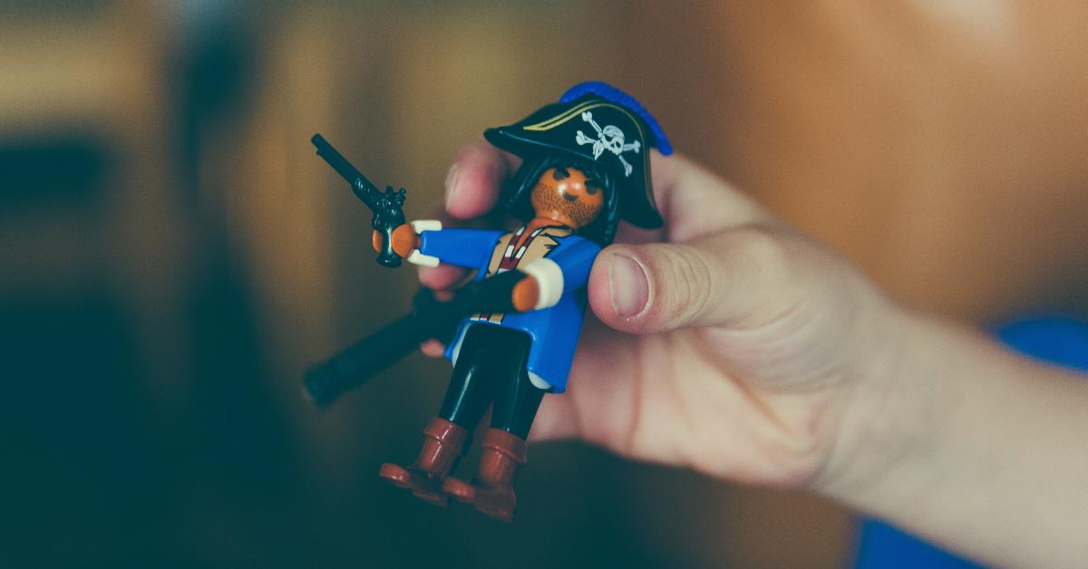 softwaretoy_piratefeature-001