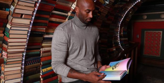 kobe-reading-last-bookstore